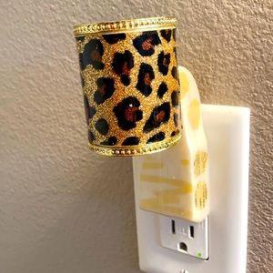 B&BW Leopard Print Wallflower Plug